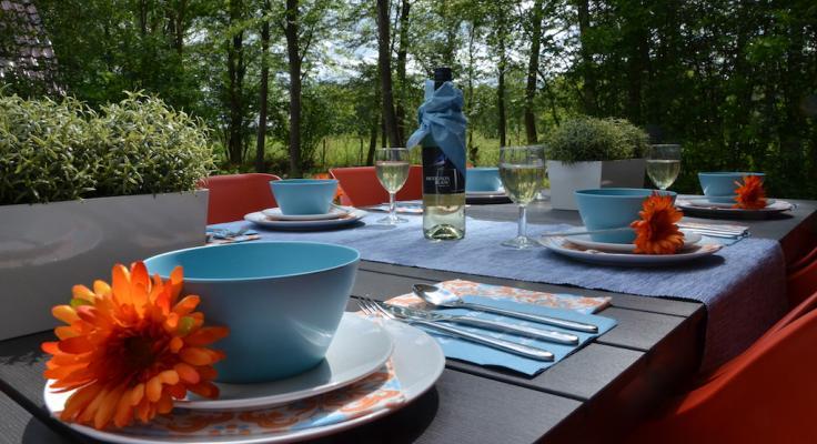 Luxe ontbijt op het terras van een villa